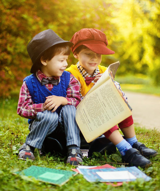 photo enfants entrain de lire CC0